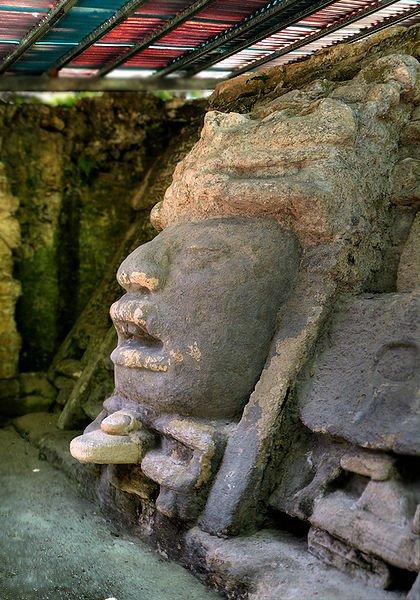 Barrie Lamanai - New River Lagoon - Maya Tempel