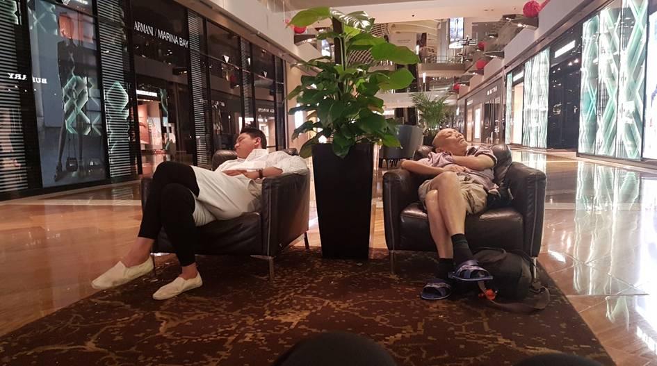 Reisende beim schlafen