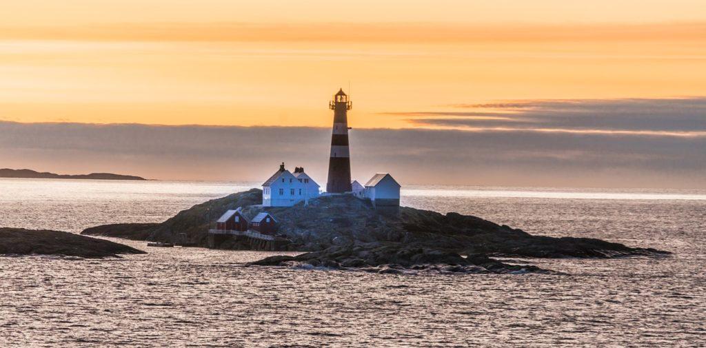 Norwegen - Insel mit Leuchtturm