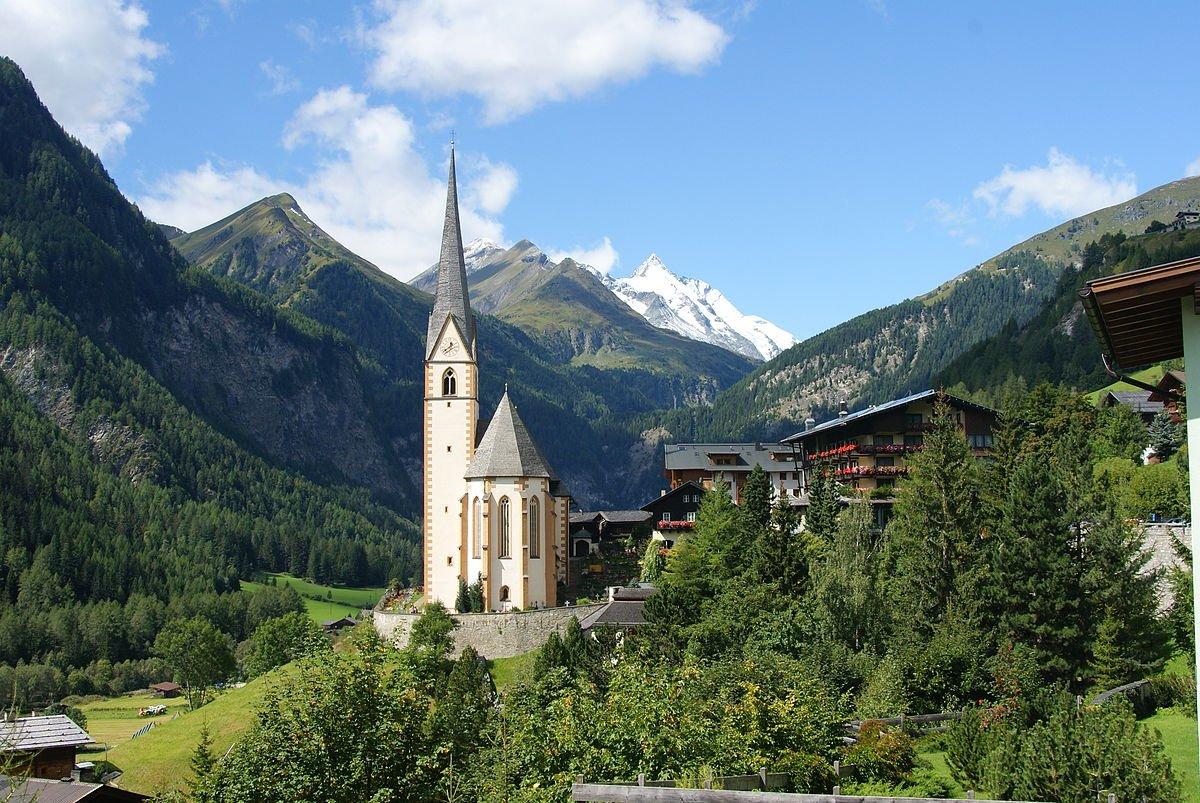 Oesterreich Heiligenblut Kirche