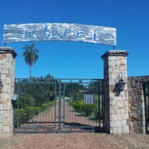 Eingang zur Straußenfarm Mbuni