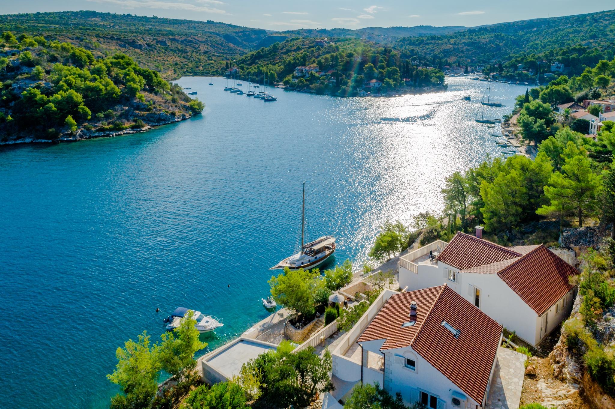 Villa Thea Kroatien, Insel Brac, Ferienhaus und Bootsvermietung, 4 Sterne Haus direkt am Meer