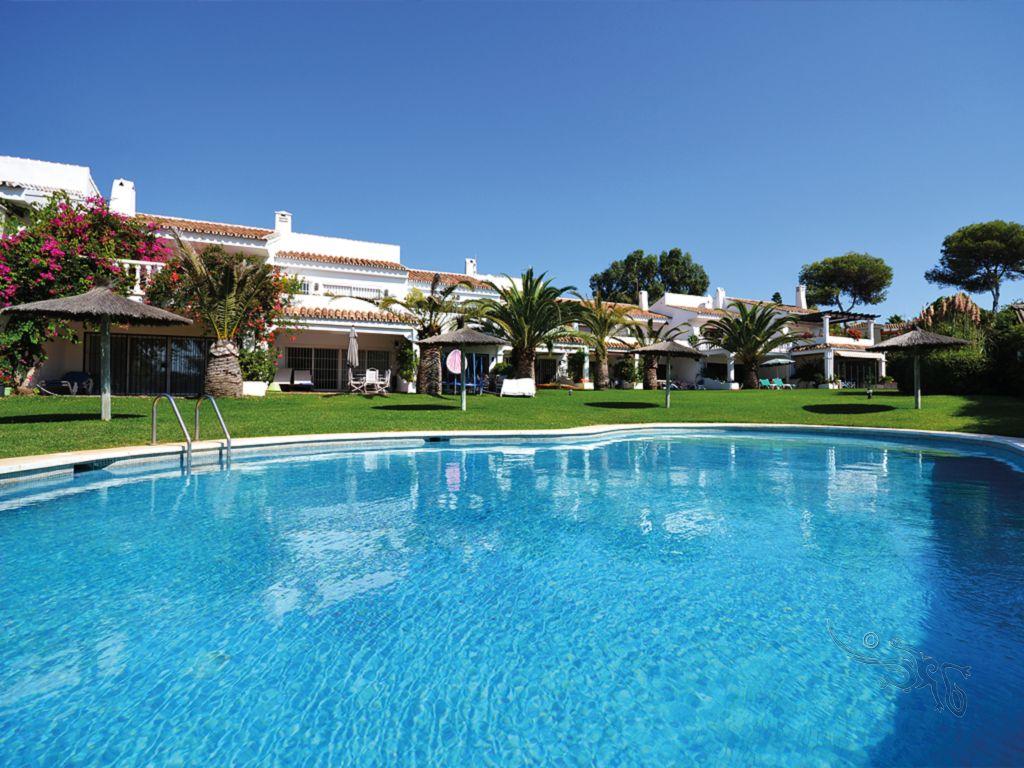 Reihenhaus-Marbella-Immobilien-Finest-Marbella-th-004-1.jpg