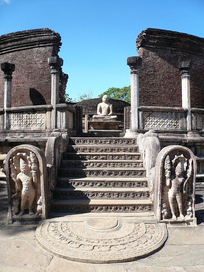 Sri Lanka Polonnaruwa Vatagage