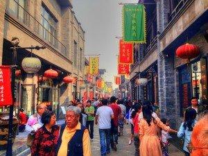 Straße mit Menschen
