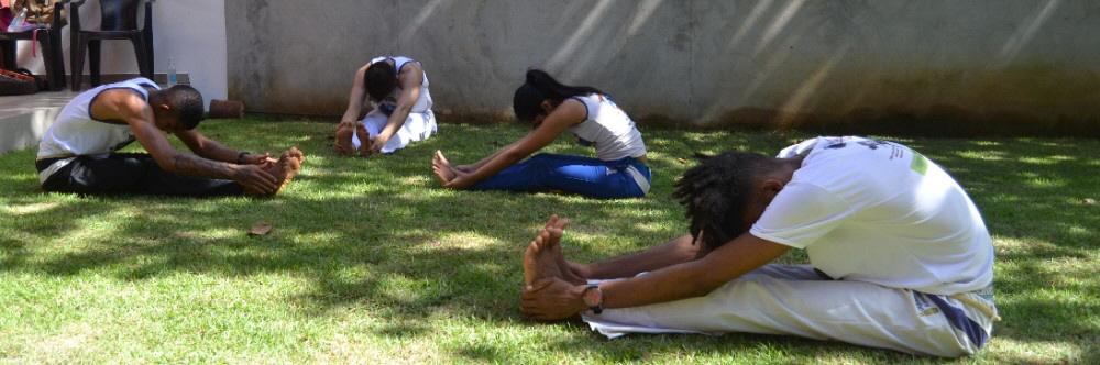 capoeira-camp-salvador-alongamento_1.jpg