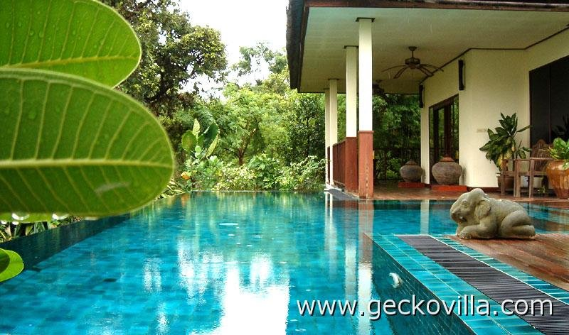 Villa mit privatem Swimmingpool in ländlichem Thailand