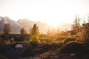 Mit Zelt in der Natur